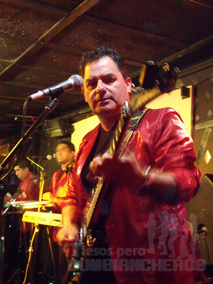 Eduardo Macuada, guitarrista de Los Vikings 5. Foto: Tiesos pero cumbiancheros